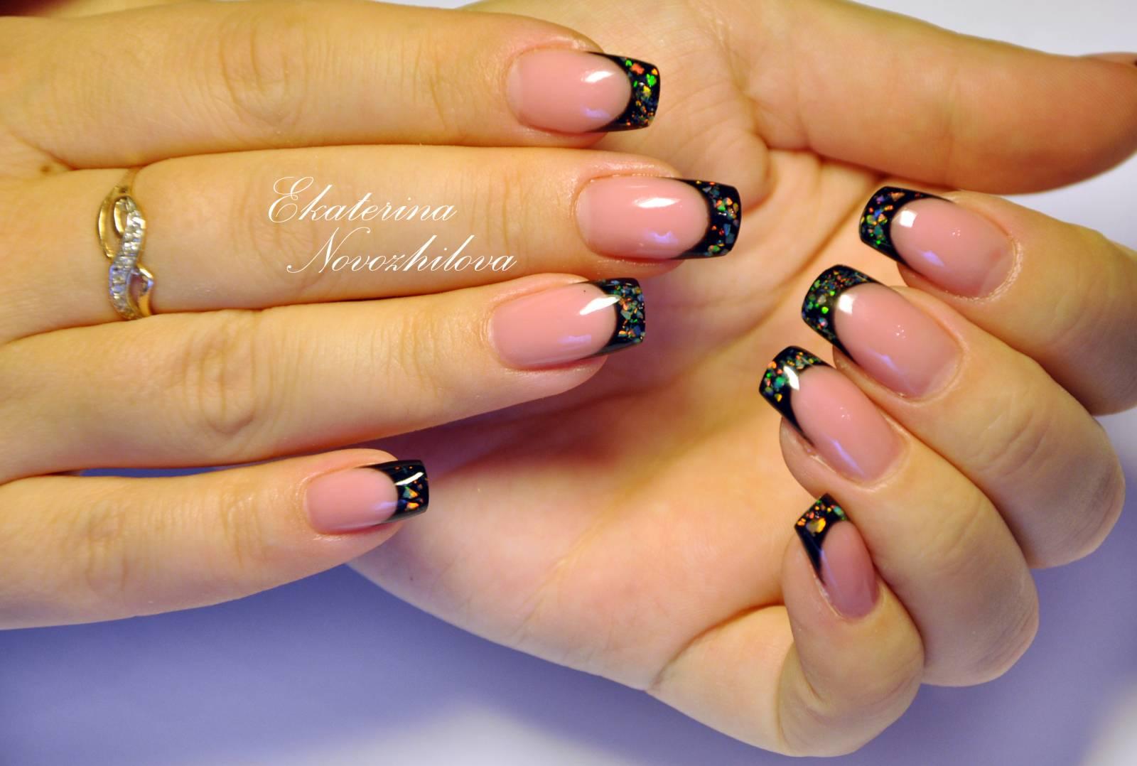 френч на ногтях с черным рисунком